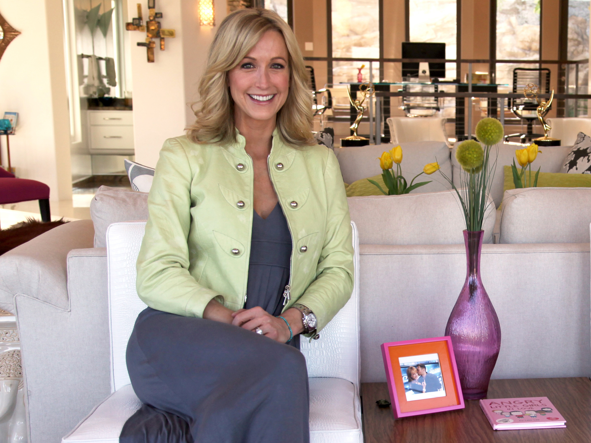 Hgtv s flea market flip with lara spencer letia Lara spencer decorating